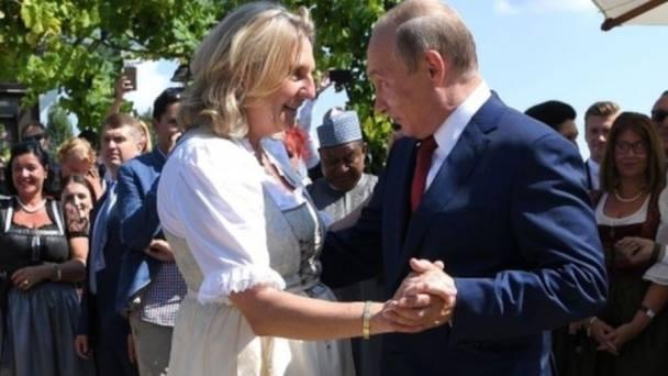 В.Путин Австрийн гадаад хэргийн сайдын гэрлэх ёслолд очжээ