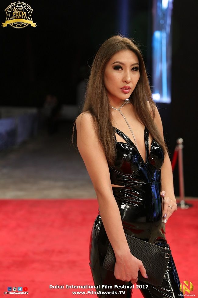 Монгол бүсгүйчүүд анх удаа дэлхийн кино одуудтай  улаан хивснээ хамт алхлаа