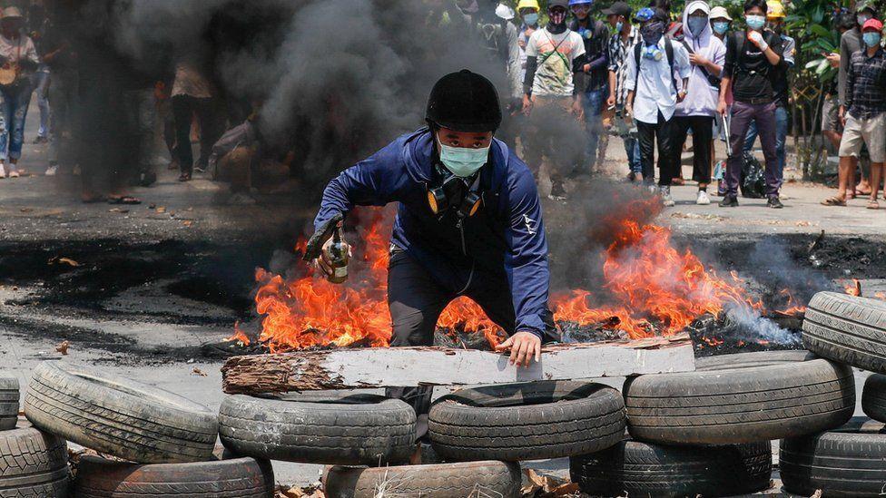 Мьянмар: Мөргөлдөөний улмаас амиа алдагсдын тоо 400 давлаа