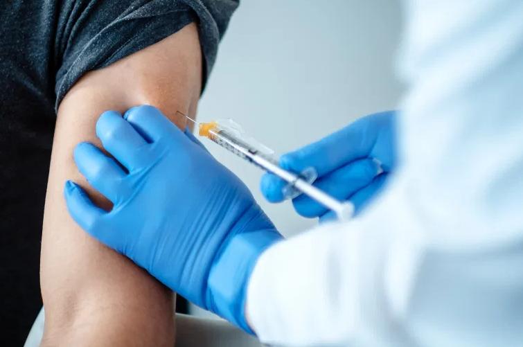 Вакцинд хамрагдсан хүмүүсийн 40 хувьд хөнгөн төрлийн хариу урвал илэрсэн гэв